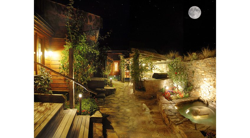 14037 Courtyard Night 30035