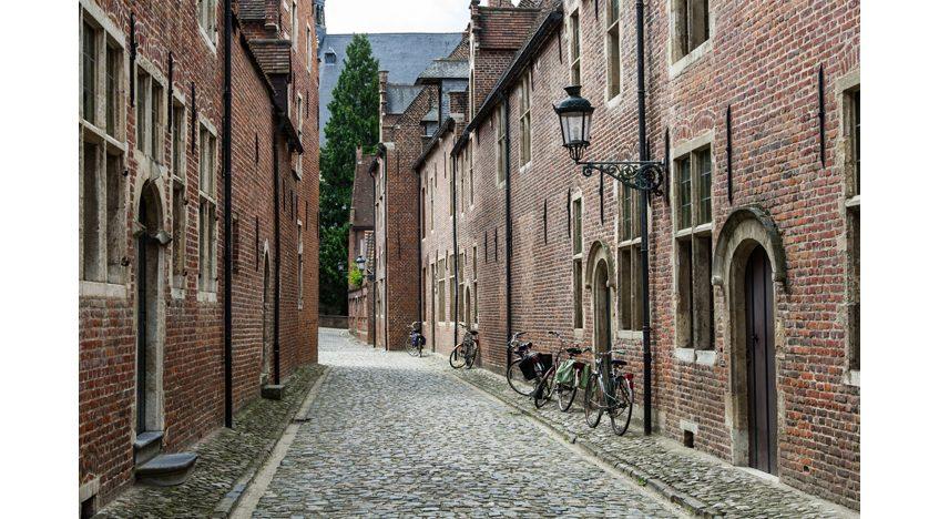 Фотообои Старая улочка в Бельгии
