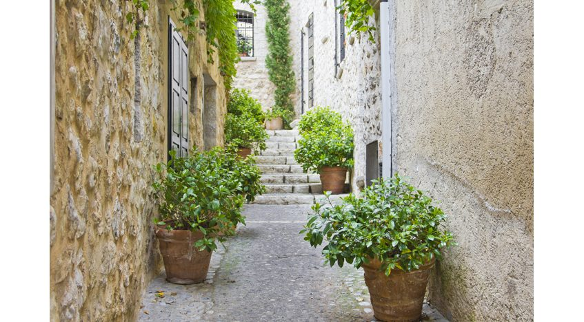 Фотообои Узкая улица в Провансе