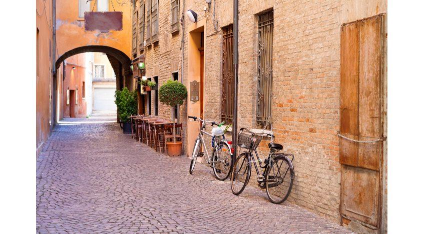 Фотообои Историческая улочка с аркой