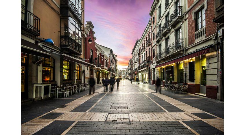 Фотообои Живописная улочка с видом на закат, Испания
