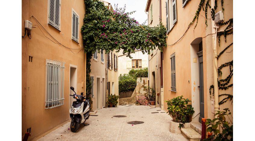 Фотообои Вид на улицу Сен-Тропе