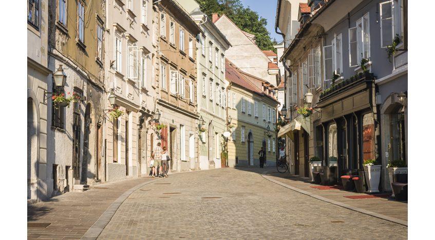 Фотообои Красивая улица в старой части города Люблина