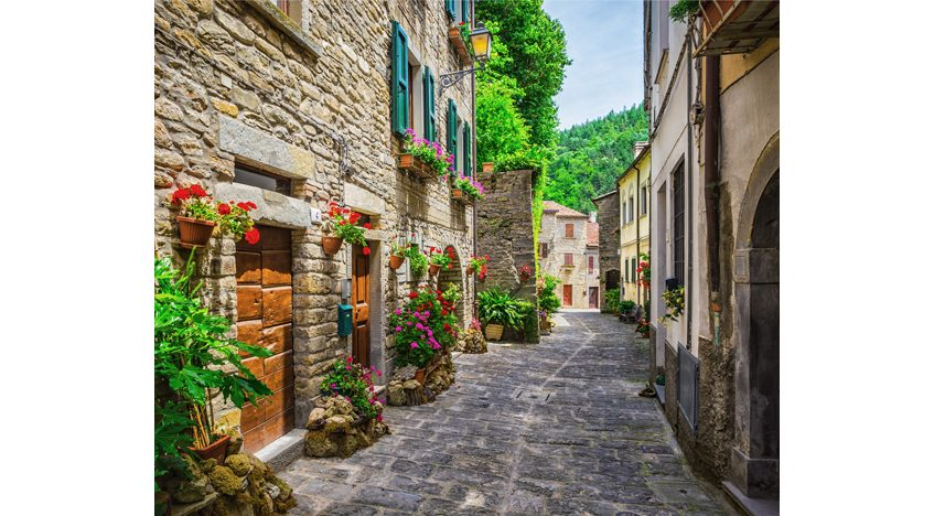 Фотообои Итальянская улица в цветах