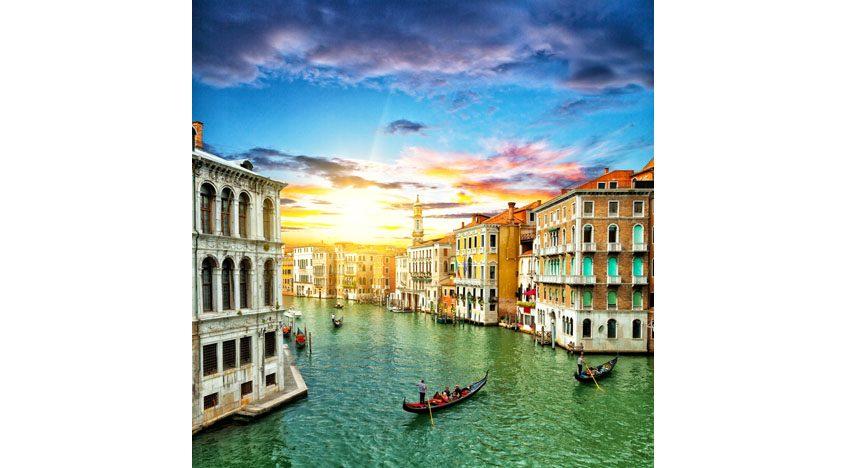 Фотообои Голубая вода венецианских каналов. Италия