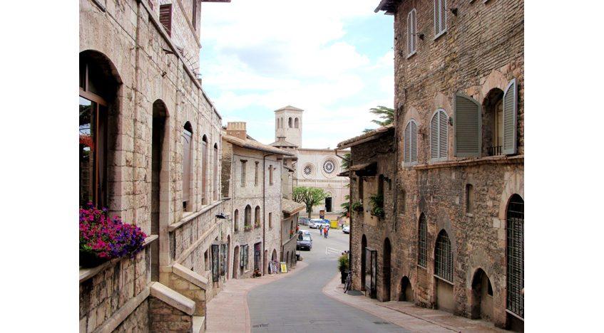 Фотообои Средневековая улица в Ассизи, Италия