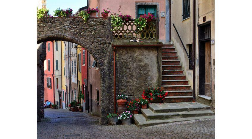 Фотообои Итальянская улочка с аркой